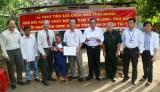 Trao tặng hơn 60 triệu đồng cho nạn nhân chất độc da cam