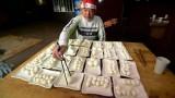 Người đàn ông thử thách khả năng ăn uống với 160 quả trứng