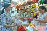 Bánh kẹo phục vụ Tết: Vẫn ít người mua