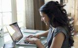 Dùng Facebook thường xuyên giúp phụ nữ giảm căng thẳng