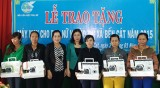 Hội Liên hiệp Phụ nữ TX.Bến Cát: Trao tặng 20 máy may cho phụ nữ nghèo