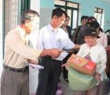 Cùng chăm lo tết cho người nghèo