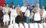 Tặng quà tết cho người khuyết tật, trẻ mồ côi và bệnh nhân nghèo