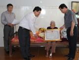 """Huyện Bắc Tân Uyên: Trao tặng danh hiệu """"Bà mẹ Việt Nam anh hùng"""" tại gia đình cho các mẹ"""