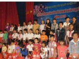Thuận An: Trao quà tết cho trẻ em có hoàn cảnh khó khăn