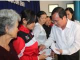 Lãnh đạo tỉnh tặng quà gia đình chính sách, hộ nghèo tại TP.Thủ Dầu Một
