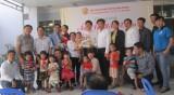 Hội Doanh nhân trẻ tỉnh:Trao nhiều phần quà cho các đối tượng khó khăn dịp Tết