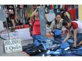 Sinh viên vào mùa bán hàng giảm giá