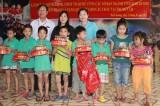 """Ban vận động """"Ngày vì người nghèo"""" tặng quà tết cho các đối tượng bảo trợ xã hội"""