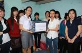 Hội Sinh viên tỉnh tặng quà cho sinh viên xa quê