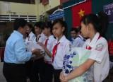 Chăm lo tết cho học sinh nghèo