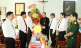 Lãnh đạo tỉnh thăm, chúc tết Tòa Giám mục Phú Cường và Giáo hội Phật giáo tỉnh