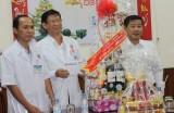 Đoàn cán bộ lãnh đạo tỉnh thăm Bệnh viện tỉnh và tặng quà tết cho bệnh nhân nghèo