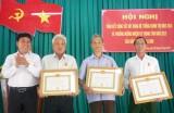 Đảng Ủy Xã Tân Long (Phú Giáo): Trao Huy hiệu 65 năm và 40 năm tuổi Đảng