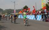 Nguyễn Thị Thật (An Giang) về đích chặng 4 Giải xe đạp nữ quốc tế Bình Dương mở rộng 2015