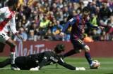 Messi lập hat-trick, Barcelona chiếm ngôi đầu bảng