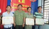 Khen thưởng người dân tham gia phá án