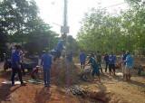 Đoàn thanh niên xã Đất Cuốc, huyện Bắc Tân Uyên: Thực hiện công trình làm đường ngõ xóm