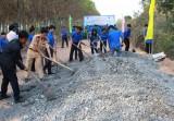 Tuổi trẻ khối Doanh nghiệp chung tay xây dựng nông thôn mới