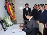 Thủ tướng ký sổ tang chia buồn ông Lý Quang Diệu từ trần