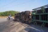 Lật xe container, một người bị thương