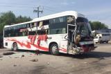 Tai nạn giữa hai xe khách làm một người chết, nhiều người bị thương