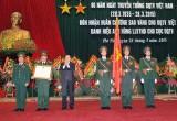 Dân quân tự vệ Việt Nam vinh dự đón nhận Huân chương Sao vàng