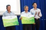 Vietcombank Bắc Bình Dương: Tặng 100 triệu đồng cho Quỹ khuyến học và Quỹ vì người nghèo huyện Bàu Bàng
