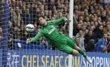 Adam ghi bàn từ giữa sân, Stoke City thua sát nút Chelsea