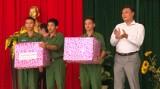TX.Bến Cát, huyện Bàu Bàng: Tổ chức thăm, tặng quà các tân binh