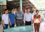 Chi cục Thú y thăm và tặng quà mẹ Việt Nam anh hùng