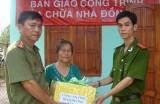 Công an tỉnh hỗ trợ kinh phí sửa chữa nhà cho chiến sĩ