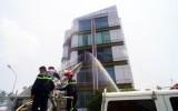 Kịp thời dập tắt đám cháy tại căn nhà 5 tầng
