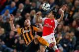 Cú đúp của Sanchez giúp Arsenal hạ Hull