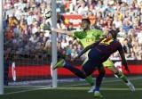 Pedro lập siêu phẩm, Barca chạm tay vào chức vô địch Liga
