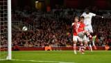 Arsenal gục ngã trước Swansea tại Emirates