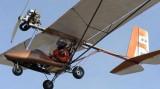 Người đàn ông 45 tuổi gây bất ngờ khi tự mình làm máy bay