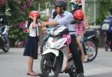 Sau hơn 1 tháng bắt buộc đội mũ bảo hiểm đối với trẻ em: Số người đội mũ bảo hiểm tăng đáng kể