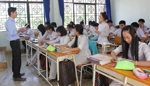 dạy môn Ngữ văn trường THPT Trịnh Hoài Đức