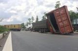 Xe container tông liên hoàn các xe đậu trên đường