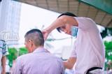 'Tiệm' tóc miễn phí dưới chân cầu vượt của chàng trai nghèo