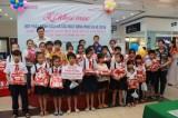Fahasa Bình Dương trao tặng 100 phần quà cho học sinh vượt khó