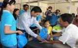 Ngân hàng Eximbank – Chi nhánh Bình Dương: Tặng 200 phần quà cho bệnh nhân