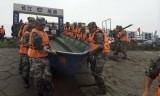 Tàu Trung Quốc chở 458 khách chìm trên sông