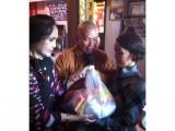 Chương trình văn nghệ từ thiện: Tặng 300 phần quà cho người nghèo