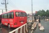 Xe khách tông vào dải phân cách, hàng chục hành khách bị thương
