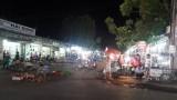 """""""Chợ"""" giữa đường"""