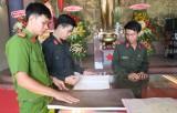 """Đoàn Thanh niên Công an tỉnh: Tham quan triển lãm """"Hoàng Sa, Trường Sa của Việt Nam những bằng chứng lịch sử và pháp lý"""""""