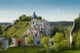 Những ngôi nhà có công viên, nơi nuôi thả dê trên mái