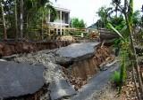 Sạt lở đất hàng loạt ở Cà Mau do khô hạn